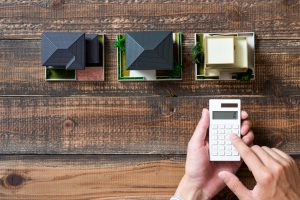 家イメージ 木目の板 電卓