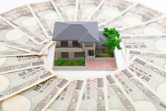 住宅模型と紙幣
