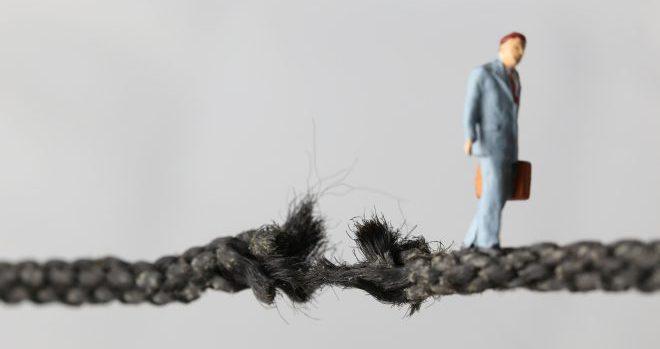 危険な綱渡り